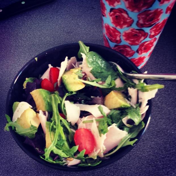 Healthy-lunch-ideas-turkey-tomato-avocado-salad