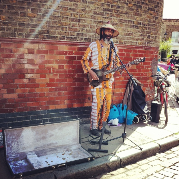busker-on-colombia-road
