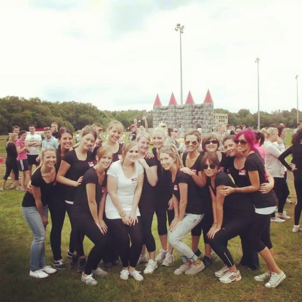 hen-do-group-shot-its-a-knockout