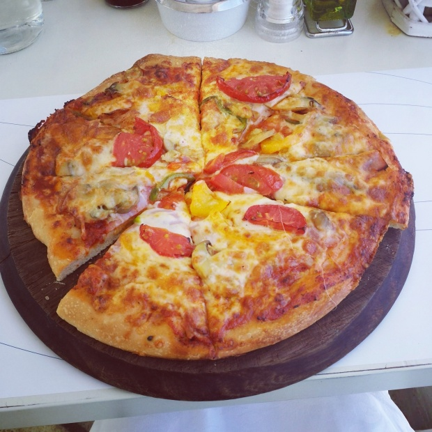 pizza-at-theas-restaurant-mykonos