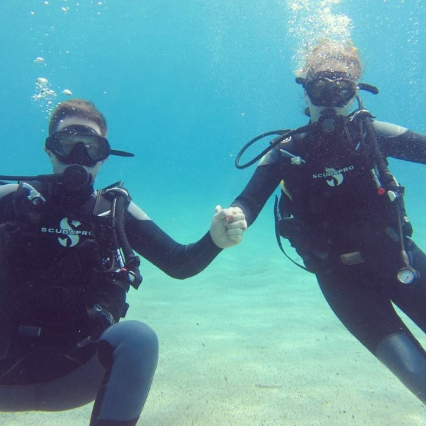 couple-scuba-diving