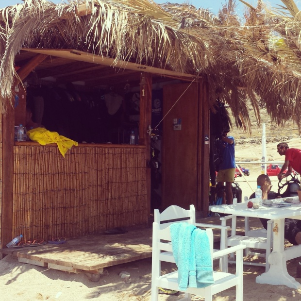 diving-hut-lia-beach-mykonos
