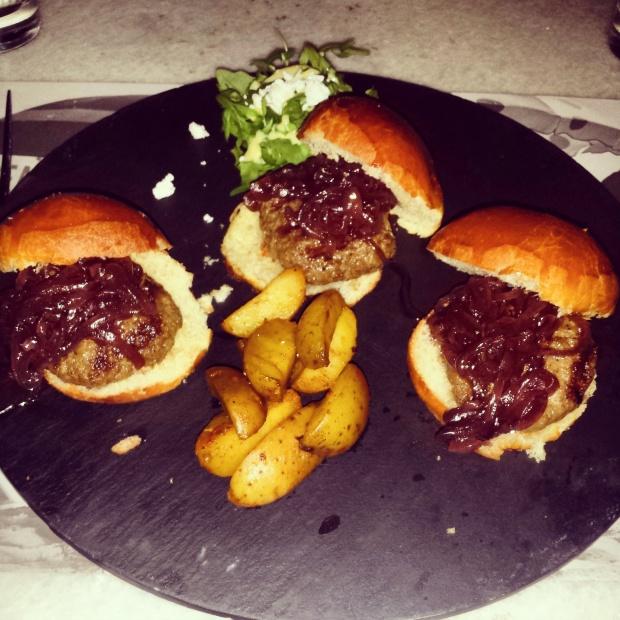 mini-burgers-sliders-and-wedges