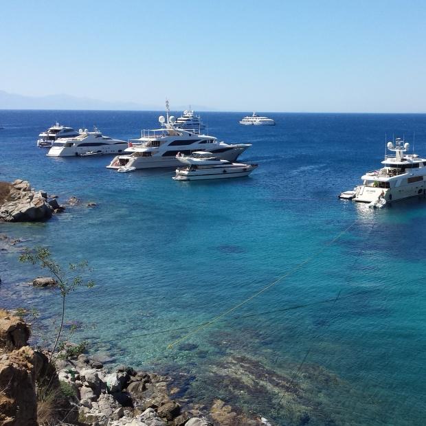 yachts-in-mykonos