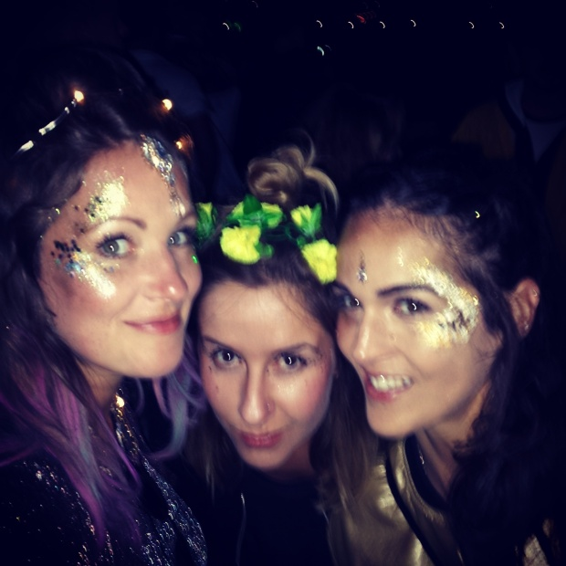glittery-faces-at-wilderness-festival