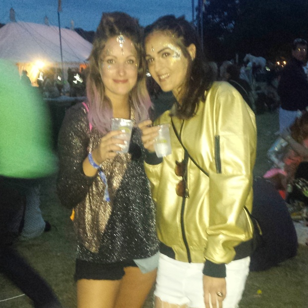 sparkly-outfits-at-wilderness-festival