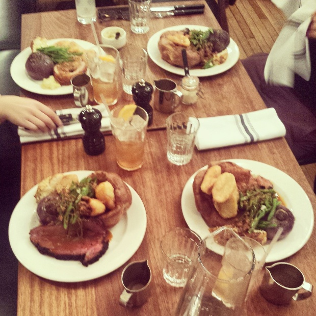 roast-dinners-at-foxlow-london