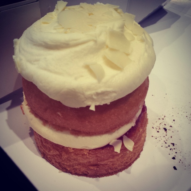 white-chocolate-raspberry-cupcake