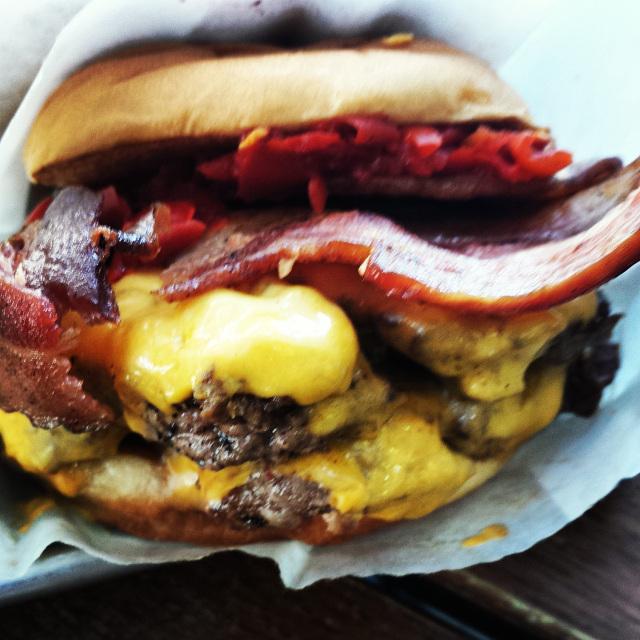 smoke-shack-burger-bacon-cheeseburger